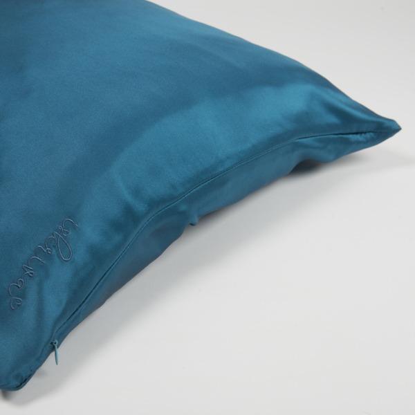 svilena jastučnica u tirkizno plavoj boji